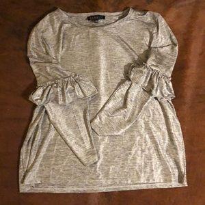 Silver stretch shirt with ruffled sleeve